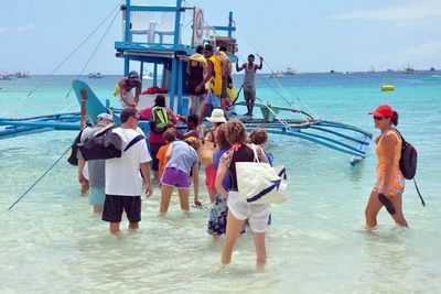 Island-Hopping-Boracay-Activities-400x267