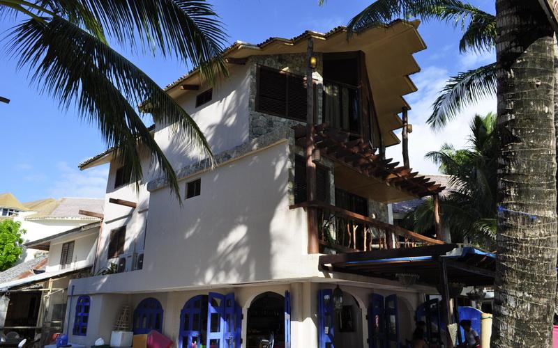 Swipers Inn Boracay