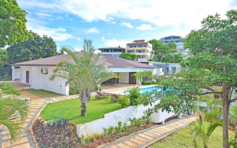 One Hagdan Villa Yapak